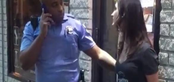 Momento que Colleen Campbell xinga policial na Filadélfia (Foto: Reprodução)