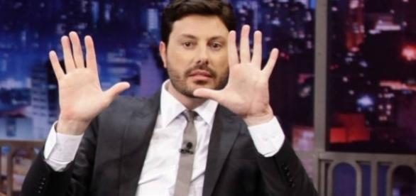 O apresentador Danilo Gentili está passando por dificuldades na emissora