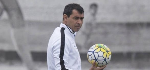 Fábio Carille pode ter novo reforço em seu elenco (Foto: Daniel Augusto Jr./Ag. Corinthians)