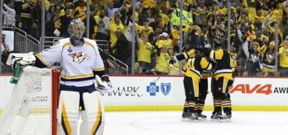 Pekka Rinne y Saros recibieron 3 goles por cabeza. NHL.com.