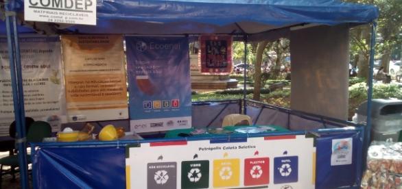 A COMDEP está com um ponto informativo na Praça Dom Pedro, no Centro ( Foto: Reprodução)