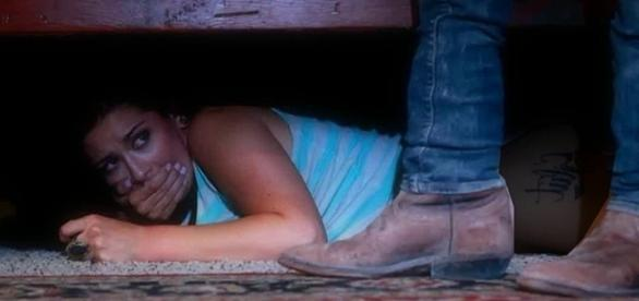 Mulher ciumenta surpreendeu-se ao tentar espiar o marido