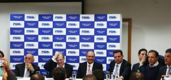A cúpula do PSDB se reuniu na noite desta segunda-feira (12) e decidiu por manter o apoio ao PMDB ( Foto: Reprodução)