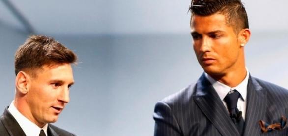 Real Madrid: Messi répond à CR7!
