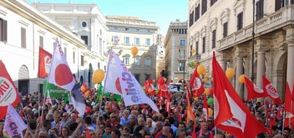 Insieme in piazza SS Apostoli (foto esclusiva BN)