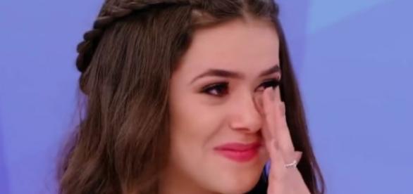 Maisa Silva chora com homenagem de Silvio Santos