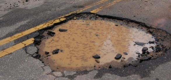 Estradas baianas têm muitos buracos (Foto: Reprodução)