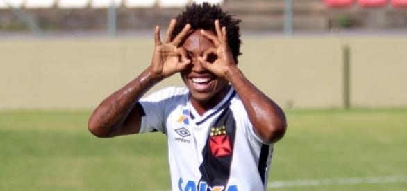 Atacante Paulo Vitor marcou seu primeiro gol como profissional (Foto: Divulgação/Vasco)