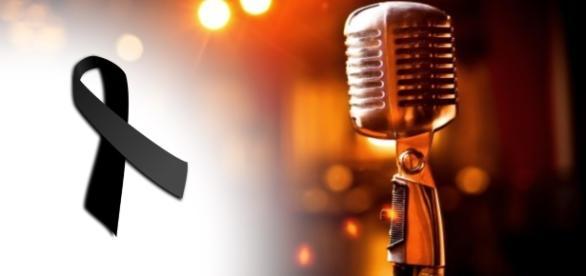 Cantor leva choque no microfone e morre (Foto: Reprodução)
