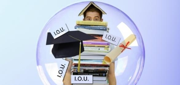 College students often struggle with debt after graduation. Photo: Pixelbay (0TheFool)