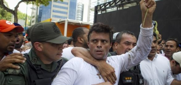 Con la salida de Leopoldo López de la cárcel, se redefinen los caminos: paz o más violencia (foto: lanacionweb.com)