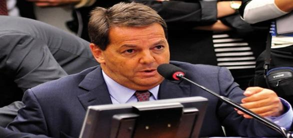 Deputado Sérgio Zveiter também é do PMDB