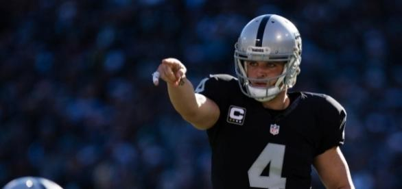 Derek Carr helped Oakland police locate a missing child | For The Win - usatoday.com