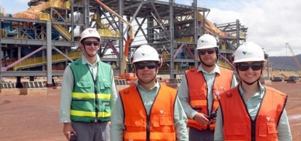 equipe da Companhia Vale, trabalhando no projeto SD11. Imagens_de_Acervo.