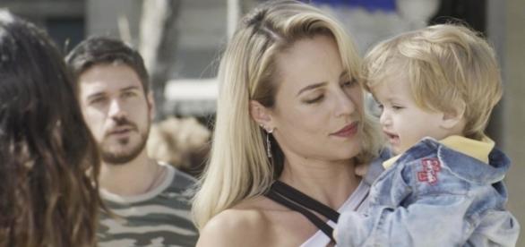 Zeca vai flagrar Jeiza segurando Ruyzinho. ( Foto: Reprodução)