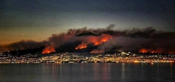 Continua l'emergenza incendi sul Vesuvio