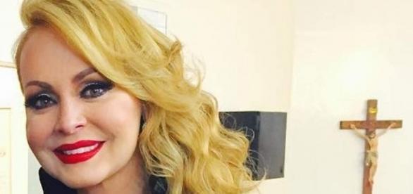 Atriz Gabriela Spanic gravou música em parceria com cantor brasileiro