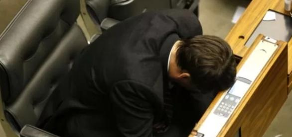 Jair Bolsonaro dorme em plena sessão - Google