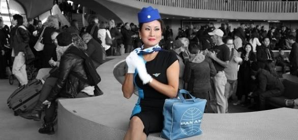 Pan Am stewardess model in the TWA Flight Center at JFK airport | Rich Gallo via Wikimedia Commons