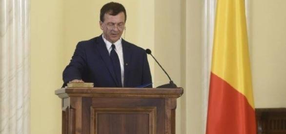 Cine este Lucian Georgescu, profesorul gălățean ajuns ministru