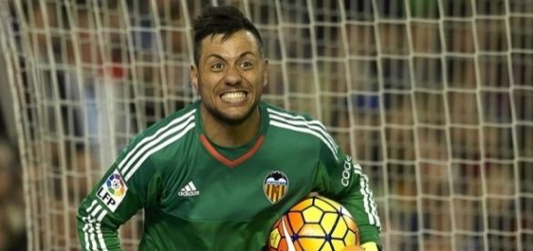 Diego Alves, está muito próximo de acerta com Flamendo (Foto: Reprodução/globoesporte.com)