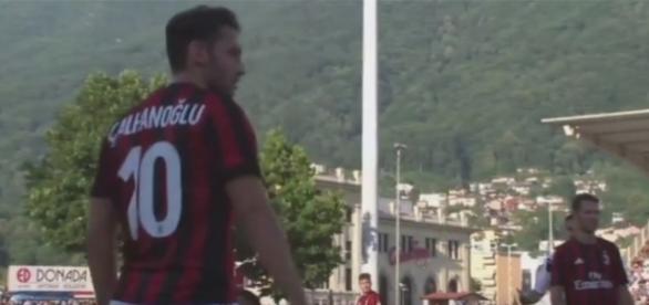 Hakan Çalhanoğlu, giocatore del Milan