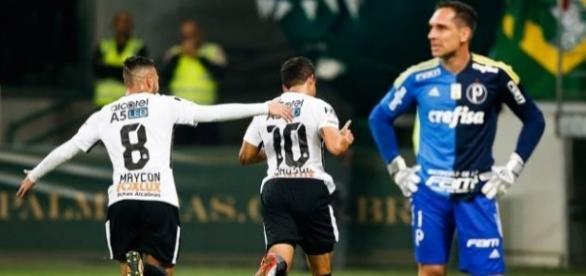 Jadson converte pênalti e abre caminho para vitória no derby. ( Foto: Google)