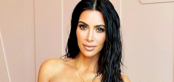 Kim kardashian continua causando com seus looks (Foto: Getty Images)