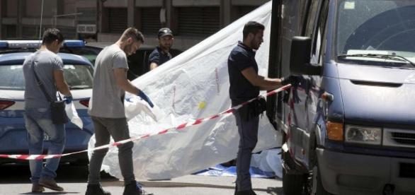 Le forze dell'ordine dopo la scoperta dei cadaveri dei coniugi (credits: TGcom24)