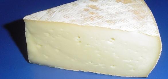https://commons.wikimedia.org/wiki/Cheese#/media/File:Saint-nectaire.jpg