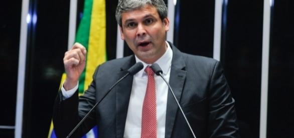 Lindbergh Farias é líder do partido no Senado Federal