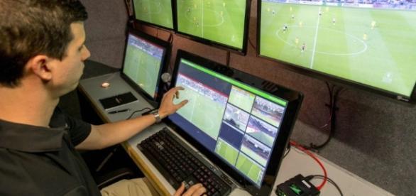 Fußball - Weltpremiere durch Video-Schiedsrichter in Holland ... - sueddeutsche.de