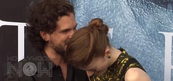 Kit Harington and Rose Leslie at 'GOT' season 7 premiere. Screencap: Hollywood Now via YouTube