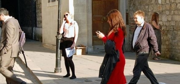Sexting while walking (credit – Duncan Harris – wikimediacommons)