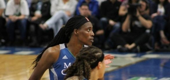 Sylvia Fowles and Minnesota try to get their second-straight win over the Phoenix Mercury on Sunday. [Image via Wikimedia Commons]