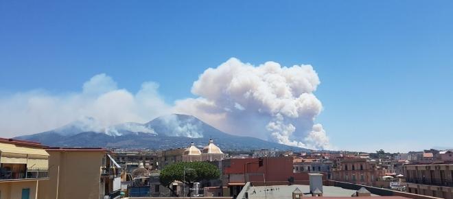 Roghi sul Vesuvio, le fiamme sono iniziate mesi prima del grande incendio