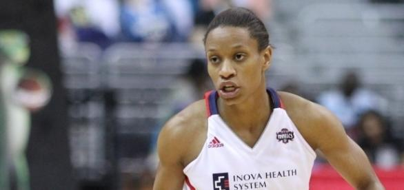 Former Mystics player Jasmine Thomas scored 13 points in Sunday's win by the Sun over the Stars. [Image via Wikimedia Commons]
