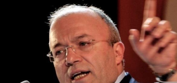Francesco Storace sembra indicare la via verso l'approvazione dello ius soli in Italia