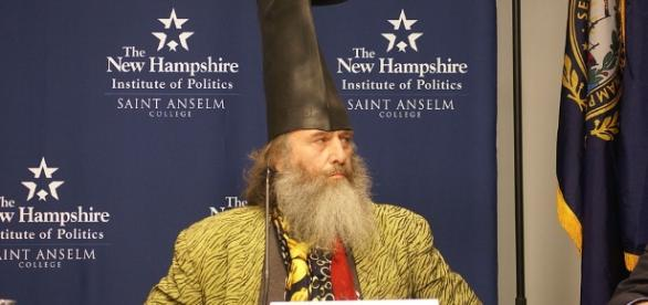 https://commons.wikimedia.org/wiki/File:Vermin_Supreme_on_Lesser-Known_Presidential_Candidates_Forum.jpg