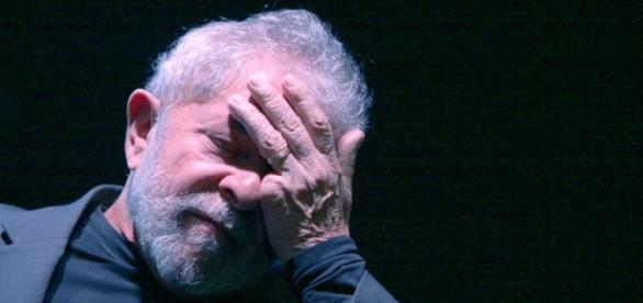 Lula foi condenado a 9 anos e seis meses de prisão