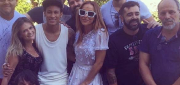 Neymar abusa da animação em foto (Foto: Reprodução)