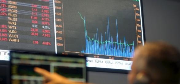 Realização de lucros afetou as operações do dia na bolsa; dados chineses afetaram cotação do dólar