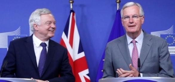 David Davis (Marea Britanie) și Michel Barnier (UE) la negocierile Brexit