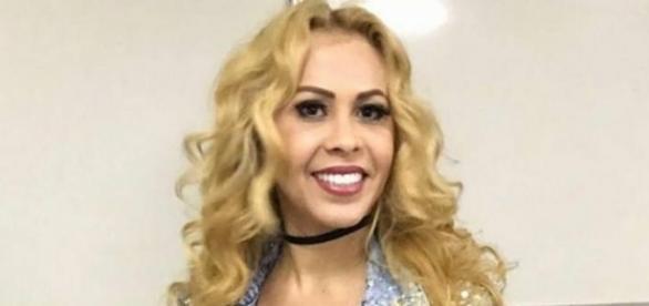 Joelma no camarim do show da Clube FM