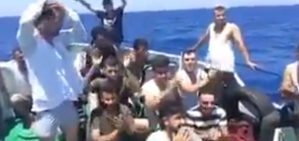Tak wyglądają imigranci uciekający przed wojną (źródło: twitter.com).