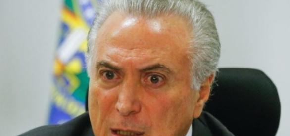 Presidente Michel Temer age nos bastidores para 'enfraquecer' Rodrigo Maia