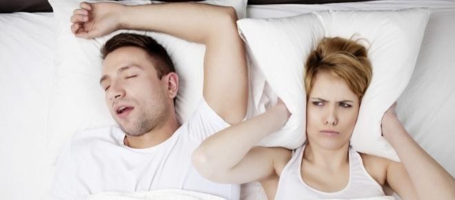 Sabia que existe uma relação entre passar o dia sentado e o ressonar?