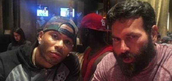 Dan Bilzerian (à direita) com o cantor Nelly (Foto: Instagram)