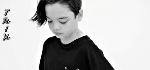 Dillan modelling his t-shirt. (c) Trix Clothing.