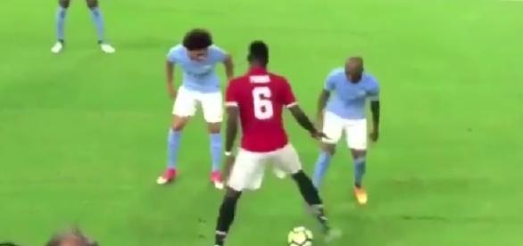 Paul Pogba s'amuse des joueurs de Man City !